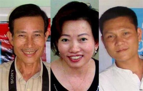 Ba nhà báo tự do Nguyễn Văn Hải (trái) Tạ Phong Tần (giữa) và Phan Thanh Hải (phải) sắp ra tòa phúc thẩm ngày 28 tháng 12, 2012. (Hình: Internet)
