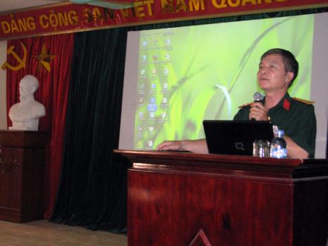 Photo courtesy of dtdl.eduÔng Trần Đăng Thanh, Nhà giáo ưu tú, Đại tá Phó giáo sư Tiến sĩ thuộc Học viện Chính Trị Bộ Quốc phòng