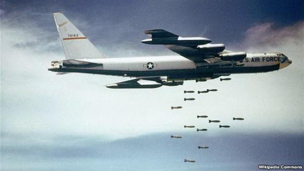 Chiến dịch thả bom miền Bắc được phát động trong mùa lễ Giáng Sinh năm 1972 sau khi cuộc hòa đàm với miền Bắc đổ vỡ.