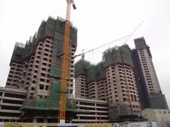 RFAMột công trình xây dựng nhà cao tầng ở Hà Nội ngày 22/12/2012.