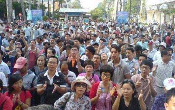 Người dân Hà Nội tham dự một cuộc biểu tình. (Hình minh họa của Xuân Diện Hán Nôm)