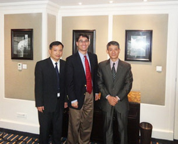 (Từ trái) Luật sư Nguyễn văn Đài, ông Frank Jannuzi và Bác sĩ Phạm Hồng Sơn Photo courtesy Nguyen Van Dai