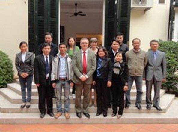 Đoàn chụp chung với ông Markus Loning. Photo courtesy Nguyen Van Dai